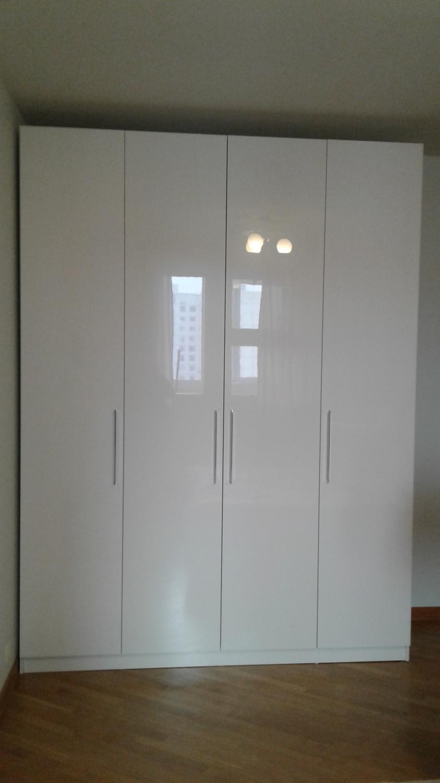 Шкаф с распашными белыми дверями - шкафы с распашными дверям.